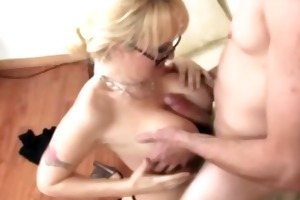tattood breasty golden-haired spoling a dick with