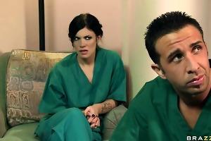 hawt doctor takes advantage of female nurse
