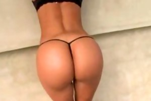 dark brown d like to fuck shows off her wonderful