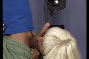 sporty mommy needs gym sex