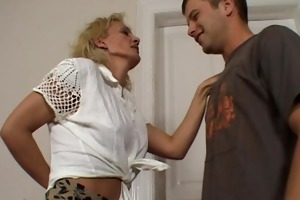 hawt sexually excited cougar seduces young guy