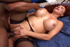 sexy redhead desires to show off her experience