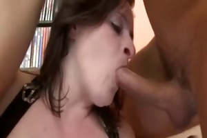 brunette hair bbw-milf with huge boobs doing