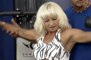 beefy fitness mama can hard