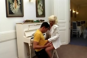 blond old housewife t live without engulfing