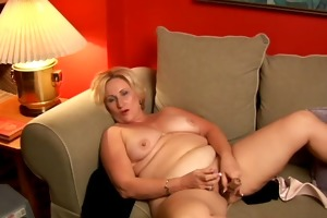overweight cougar has a worthy jack off